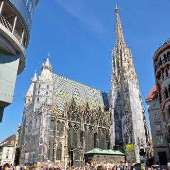 """<p class=""""caption"""">Der Stephansdom ist seit dem Jahre 1365 Domkirche.</p>"""
