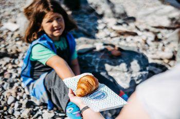"""<p class=""""caption"""">Die Bäckerei Kloser sponsorte für die Aktion leckere Croissants.</p>"""