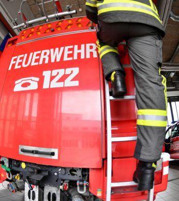 Die Feuerwehr musste in Nenzing zu einem schweren Unglück ausrücken.Symbolfoto: APA