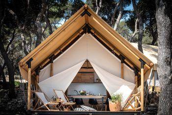Die Glamping Arena One 99 bietet Natur pur in luxuriösen Zelten – das etwas andere Camping.