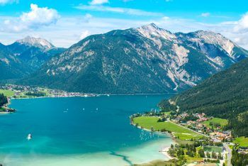 Die wunderschöne Natur der Wildschönau und das glasklare Wasser des Achensees genießen. Fotos: handout/Weiss Reisen
