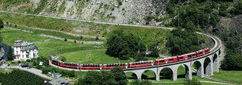 Durch die Bergwelt der Schweizer Alpen geht es ins sonnenverwöhnte Italien. Fotos: handout/Weiss Reisen