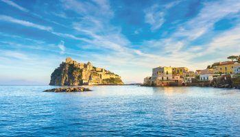 """<p class=""""caption"""">Ein erholsamer Urlaub ist auf Ischia garantiert.</p>"""