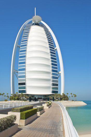 """<p class=""""caption"""">Eindrucksvoll: Das Hotel Burj al Arab in Dubai.</p>"""