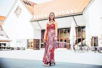 Vanessa war in der Marktgemeinde Lustenau unterwegs und präsentiert ein sommerliches Outfit.               Foto: Sams