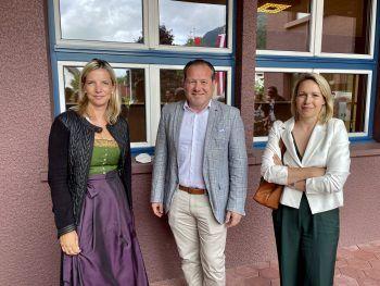 """<p class=""""caption"""">Gerda Schnetzer-Sutterlüty, Harald Witwer und Gudrun Petz-Bechter.</p>"""