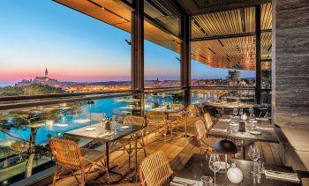 """<p class=""""title"""">               Grand Park Hotel Rovinj*****             </p><p>Ein elegantes und komfortables Luxushotel in einmaliger Lage direkt in Rovinj. Ideal für anspruchsvolle Gäste, die Wert auf moderne Architektur und ausgezeichnete Küche legen. Eine Woche inklusive Flug, Flughafenparkplatz, Doppelzimmer Premium Meerseite und Frühstück gibt es zum Beispiel am 31. Juli, 7. oder 14. August ab 2481 Euro pro Person.</p>"""
