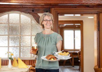 """<p class=""""caption"""">Im Restaurant Frühlingsgarten bekommt man schmackhafte Hausmannskost.</p>"""