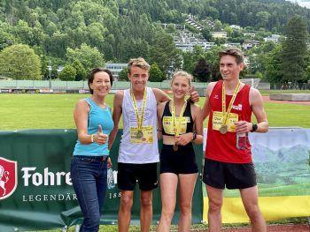 """<p class=""""caption"""">LR Martina Rüscher mit Elias, Lisa (beide Gewinner des Jugendlaufes) und Laurin (Gewinner Raiffeisen Fun Run).</p>"""