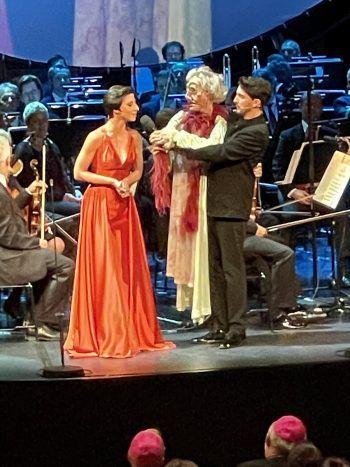 "<p class=""caption"">Opern-Sängerin Zeymep Buyrac mit Nikolaus Habjan.</p>"