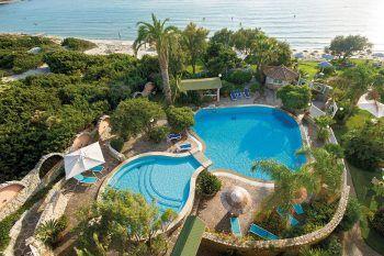 """<p class=""""title"""">               Stella Maris ****             </p><p>Der schönste Platz für Paare in Südsardinien ist das kleine gediegene Hotel Stella Maris ****, das nicht nur eine wunderbare Strandlage hat, sondern auch eine ausgezeichnete Küche. Eine Woche inklusive Flug, Flughafenparkplatz, Doppelzimmer Meerblick und Halbpension gibt es zum Beispiel am 31. Juli ab 2786 Euro pro Person.</p><p/>"""