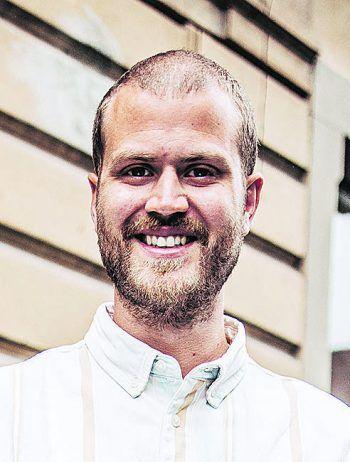 """<p class=""""title"""">               Zur Person: Daniel Ohr-Renn             </p><p>Alter, Wohnort: 32 Jahre, Hohenweiler</p><p>Familenstand: verheiratet, vier Kinder</p><p>Ausbildung/Beruf: Tontechnik in Wien, Studium Soziale Arbeit in Wien, Suchtberatung Wiener Neustadt, Bereichsleiter Eventbegleitung """"taktisch klug"""" – Koordinationsbüro für Offene Jugendarbeit in Bregenz</p>"""