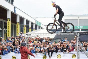"""<p class=""""caption"""">Atemberaubende BMX-Shows erwarten die Gäste auf dem Gelände.</p>"""