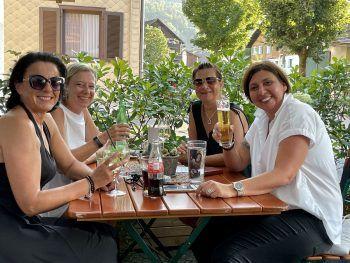 """<p class=""""caption"""">Bestens gelaunt! Christine, Ulli, Alex und Alex.</p>"""