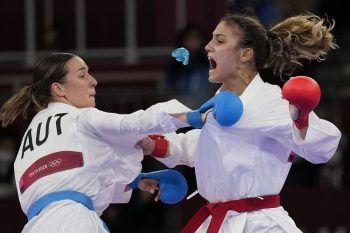 """<p class=""""caption"""">               Bettina bei ihrem bisher größten sportlichen Erfolg: Der Sieg über die Bulgarin Ivet Goranova und damit Olympia-Bronze in Tokio.                Foto: AP             </p>"""