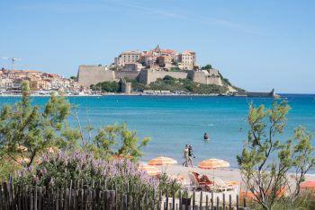 Das Strand- und Bergparadies Korsika bietet sich perfekt an, um den Sommer noch etwas länger zu genießen. Fotos: handout/Rhomberg Reisen