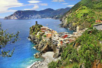 Das wunderschöne Örtchen Vernazza gehört zu den fünf Orten der Cinque Terre. Foto: handout/Weiss Reisen