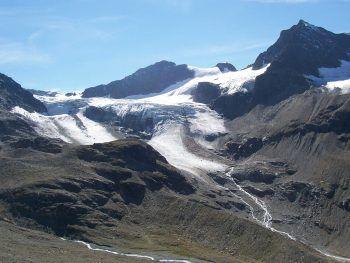 """<p class=""""caption"""">Die Gletscherschmelze in Vorarlberg setzt sich unaufhaltsam fort. Im Bild: Der Ochsentaler Gletscher.</p>"""