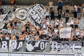 Die mitgereisten Altach-Fans sorgten für Stimmung. Fotos: GEPA