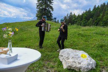 Die Stadt Bludenz bietet in Kooperation mit der Sparkasse Bludenz, der Alpenregion Bludenz Tourismus GmbH und dem Val Blu Veranstaltungen an, die inmitten herrlicher Natur auf neue Art und Weise auf Kunst und Musik aufmerksam machen. Foto: handout/Stadtmarketing Bludenz