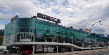 """<p class=""""caption"""">""""Ellensohn – Das Autohaus"""" ist sowohl in Dornbirn, als auch in Rankweil und Bürs vertreten. Fotos: handout/Ellensohn; Hyundai</p>"""