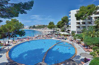 """<p class=""""title"""">               Ibiza             </p><p>Ibiza, das klingt nach Party, jungen Menschen, die ausgelassen an den Stränden und in den angesagten Clubs und Beachbars tanzen, nach Hippies und Flowerpower. Ibiza ist aber auch eine Insel mit kleinen Buchten, schönen Stränden und malerischen Städtchen. Wer will, kann hier einen ruhigen Urlaub verbringen oder in den Clubs die Nächte zum Tag machen. Dazu moderne Hotels, die keine Wünsche offen lassen. Von lässig bis familiär, von Roof-Top-Pool bis Ruheoase. Alua Miami****: Fantastisches Adults-only-Hotel in modernem Design mit ausgezeichneter Verpflegung und lässigem Beach-Club. Eine Woche zB ab 23. August inklusive Flug, Flughafenparkplatz und Halbpension ab 916 Euro pro Person.</p>"""