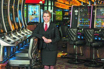 Jessica hat einen tollen Job im Casino Bregenz. Du möchtest das auch erreichen? Dann komm zum Career Day! Fotos: handout/Casino Bregenz; Mittelberger