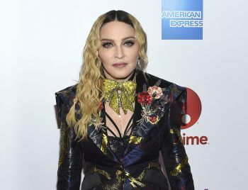 """<p class=""""title"""">               Madonna             </p><p>Musik-Megastar Madonna setzt auf Makrobiotik. Auf ihrem Speiseplan stehen Algen, Soja, Vollkornreis oder auch saisonales Gemüse. Übrigens: Madonna feierte vor wenigen Tagen ihren 63. Geburtstag. Happy Birthday!</p>"""