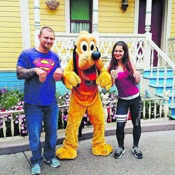 Melissa (25) und Erik (32) im Disneyland in Paris. Foto: handout/privat