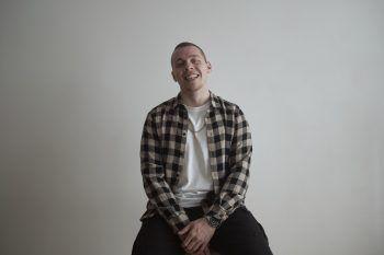 """Noch mehr Tracks von Luke gefällig? Kein Problem: Auf Spotify kreiert der DJ und Produzent monatlich eine Playlist mit seinen Favourites. Sieheißt """"Luke's Bass Music Mix""""."""