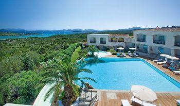 """<p class=""""title"""">               Sardinien             </p><p>Sardinien ist wie eine grosse Schatzkiste mit vielen Kostbarkeiten: glitzerndes kristallklares Wasser, wie Perlen aufgereihte Strände und eine Küste, die zu Recht den Namen Smaragdküste – Costa Smeralda trägt. Kleine Hotels mit viel Flair, persönlicher Service und das gute Essen sorgen dafür, dass man sich wohlfühlt. Weit weg von Massentourismus und abseits jeglicher Hektik hat sich Sardinien seine Natürlichkeit und Liebenswürdigkeit bewahrt. Hoteltipp Petra Bianca****: Kleines Hotel für erholsame Ferien in fantastischer Panorama-Lage über der berühmten Costa Smeralda. Eine Woche zum Beispiel am 28.August oder 4. September inklusive Flug, Flughafenparkplatz und Frühstück im Doppelzimmer 1316 Euro Person.</p>"""