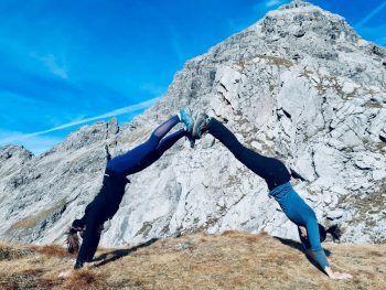"""Theresa: """"Meine beste Freundin Magdalena und ich sind wie so oft in den Bergen unterwegs."""" Fotos: handout/privat"""