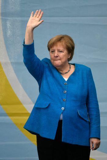 <p>Aachen. Tschüss: Deutschlands Bundeskanzlerin Angela Merkel warb bei einer Wahlkampfveranstaltung noch einmal um Stimmen für ihre CDU und damit für Kanzlerkandidat Armin Laschet. Es dürfte nach 16 Jahren einer ihrer letzten öffent-lichen Auftritte als Kanzlerin sein.</p>