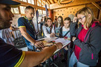 Bei allen Lehrlingsmessen werden kostenlose Bewerbungsfotos und ein Bewerbungsmappen-Check angeboten.Foto: Lehrlingsmesse