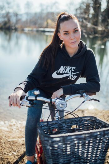 Beim Zweirad Express Loitz ist für jeden Ausflug das passende Bike dabei. Auch Emily fährt am liebsten mit dem Fahrrad zum Jannersee.
