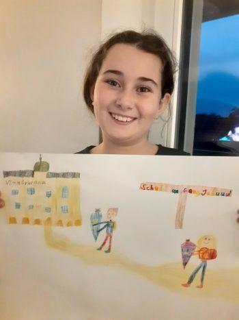 """<p class=""""caption"""">Beyza geht gerne zur Schule, dafür schenken wir ihr einen 300-Euro-Gutschein von Panto Outdoor.</p>"""