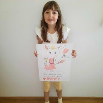 """<p class=""""caption"""">Carina Gassner (8 Jahre) hat uns auch ein süßes Bild gemalt und gewinnt damit 200 Euro WANN & WO-Schulgeld. Fotos: Sams; privat</p>"""