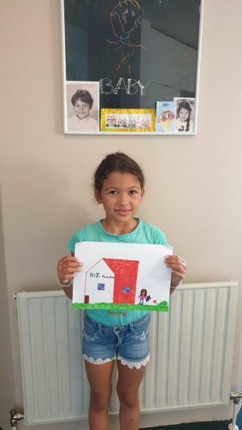 """<p class=""""caption"""">Die 8-jährige Isabella hat sich in der Schule gemalt.</p>"""