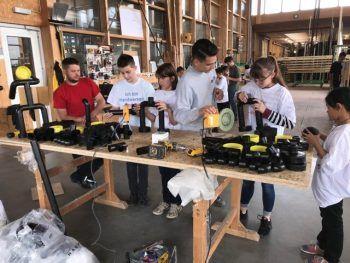 """<p class=""""caption"""">Die """"Handwerkerschule"""" ist eine Kooperation der Wirtschaft Wolfurt, der Mittelschule Wolfurt und der Seniorenbörse. Sie soll Jugendlichen das Handwerk in Zusammenarbeit mit rüstigen Senioren und Handwerkern näher bringen.</p>"""