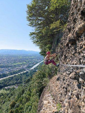 """<p class=""""caption"""">Die Hörbranzerin ist oft in den Bergen unterwegs. Die 29-Jährige ist auch eine leidenschaftliche Kletterin. Hier im Steig am Känzele.</p>"""