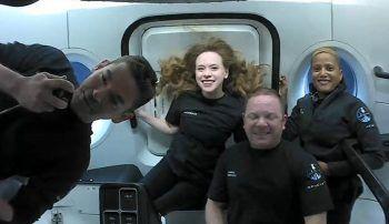 <p>Erdorbit. Abgehoben: Dieses Bild zeigt die vier Weltraumtouristen Jared Isaacman, Hayley Arceneaux, Christopher Sembroski und Sian Proctor an Bord der SpaceX Inspiration 4.</p>