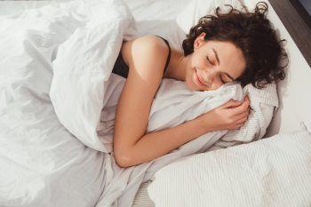 """<p class=""""title"""">               Genügend Schlaf              </p><p>Im Herbst ist es besonders wichtig, seinem Körper öfters Ruhepausen zu gönnen und genügend zu schlafen. Ein regelmäßiger Schlaf-Rhythmus und eine Schlafdauer von etwa sieben bis neun Stunden sorgt für ein ausgeglichenes Gemüt.</p>"""