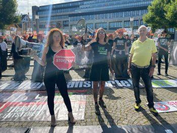 Gestern demonstrierten über 100 Menschen gegen unzumutbare Tiertransporte.Foto: handout/VGT