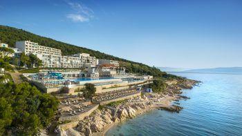 Hotel Valamar Bellevue Resort****             Das moderne Hotel liegt direkt am Meer. Zum kleinen Ort Rabac gelangt man in nur wenigen Gehminuten. Von der wunderschönen Poolanlage und dem Restaurant genießt man einen fantastischen Meerblick. Mit All-inclusive kann man hier beispielsweise am 18. oder 25. September ab 808 Euro pro Person Urlaub machen.