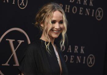 """<p class=""""title"""">Jennifer Lawrence</p><p>Die Oscarpreisträgerin brach die Schule bereits mit 14 ab und zog mit ihrer Familie nach New York, um Schauspielerin zu werden. Sechs Jahre später erhielt sie für den Film """"Winter's Bone"""" ihre erste Oscar-Nominierung – ihr Durchbruch.</p>"""