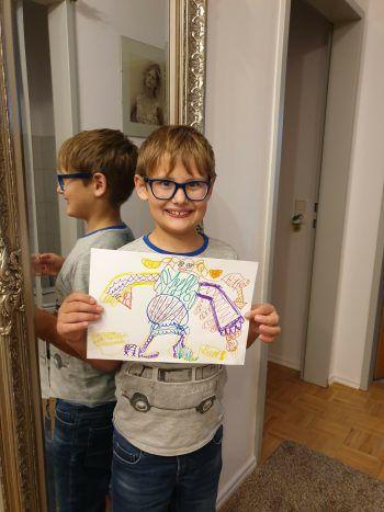 """<p class=""""caption"""">Leon (9) freut sich, dass dieSchule wieder losgeht.</p>"""