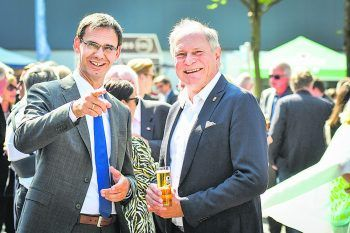 "<p class=""caption"">LH Markus Wallner mit Peter Mennel (ÖOC-Generalsekretär).</p>"