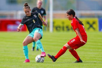 Linda Natter (links) beim freundschaftlichen Länderspiel gegen die Schweiz. Fotos: handout/privat – Linda Natter/GEPA