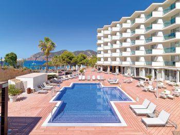 """<p class=""""title"""">               Mallorca             </p><p>Wohl die bekannteste Ferieninsel in Europa. Kein Wunder – traumhafte lange Strände im Osten, kleine Buchten im Süden und eine atemberaubende Steilküste im Norden, dazu ein malerisches Hinterland und viele Orte mit sehr guter touristischer Infrastruktur. Egal ob ruhiges Fincahotel, abwechslungsreiche Familienferien oder Zeit zu zweit in einem Adults-Only-Hotel – hier findet jeder seinen Platz. Und wer seine Liege am Strand verlässt, wird eine wundervolle Insel entdecken. Hoteltipp H10 Blue Mar Boutique Hotel****: Elegantes Strandhotel für Erwachsene mit besonderem Service. Direkt an der kleinen Bucht von Camp de Mar gelegen. Eine Woche mit Flug und Doppelzimmer mit Frühstück gibt es am 4. Oktober ab 849 Euro und am 11. Oktober ab 831 Euro.</p><p/>"""