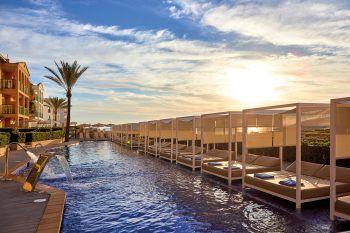 """<p class=""""title"""">               Mallorca             </p><p>Wohl die bekannteste Ferieninsel in Europa. Kein Wunder – traumhafte lange Strände im Osten, kleine Buchten im Süden und eine atemberaubende Steilküste im Norden, dazu ein malerisches Hinterland und viele Orte mit sehr guter touristischer Infrastruktur. Egal ob ruhiges Fincahotel, abwechslungsreiche Familienferien oder Zeit zu zweit in einem Adults-Only-Hotel - hier findet jeder seinen Platz. Und wer seine Liege am Strand verlässt, wird eine wundervolle Insel entdecken. Hoteltipp Zafiro Cala Mesquida****: Hotel in traumhafter Lage am Dünensandstrand von Cala Mesquida. Kinderparadies mit schöner Poolanlage und großem Piratenschiff. Eine Woche mit Flug und Zimmer mit Frühstück gibt es am 20. September ab 894 Euro und am 27. September ab 1011 Euro pro Person.</p><p/>"""